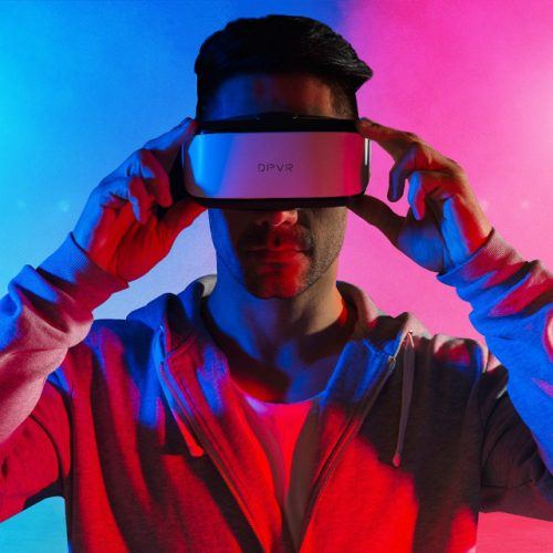 DPVR E3-C 2.5K VR Headset - Man Testing